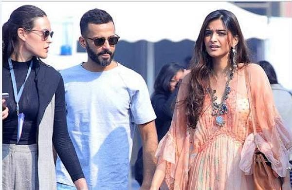 Sonam Kapoor visits India Art Fair