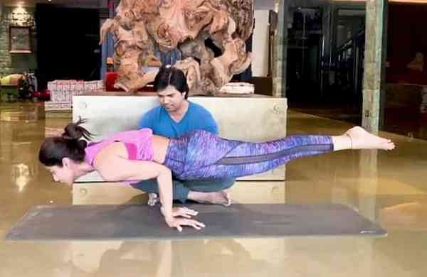 Shilpa Shetty does the Mayurasana (Photo: IANS)