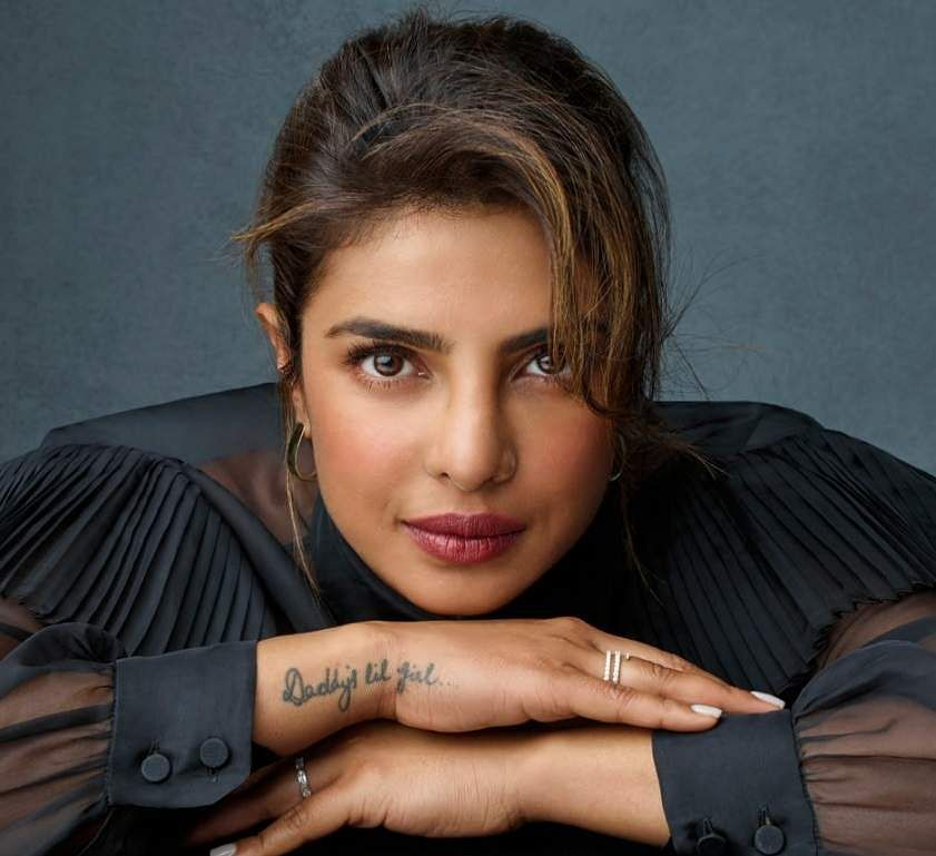 Priyanka_Chopra_on_the_cover_of_her_book_Unfinished