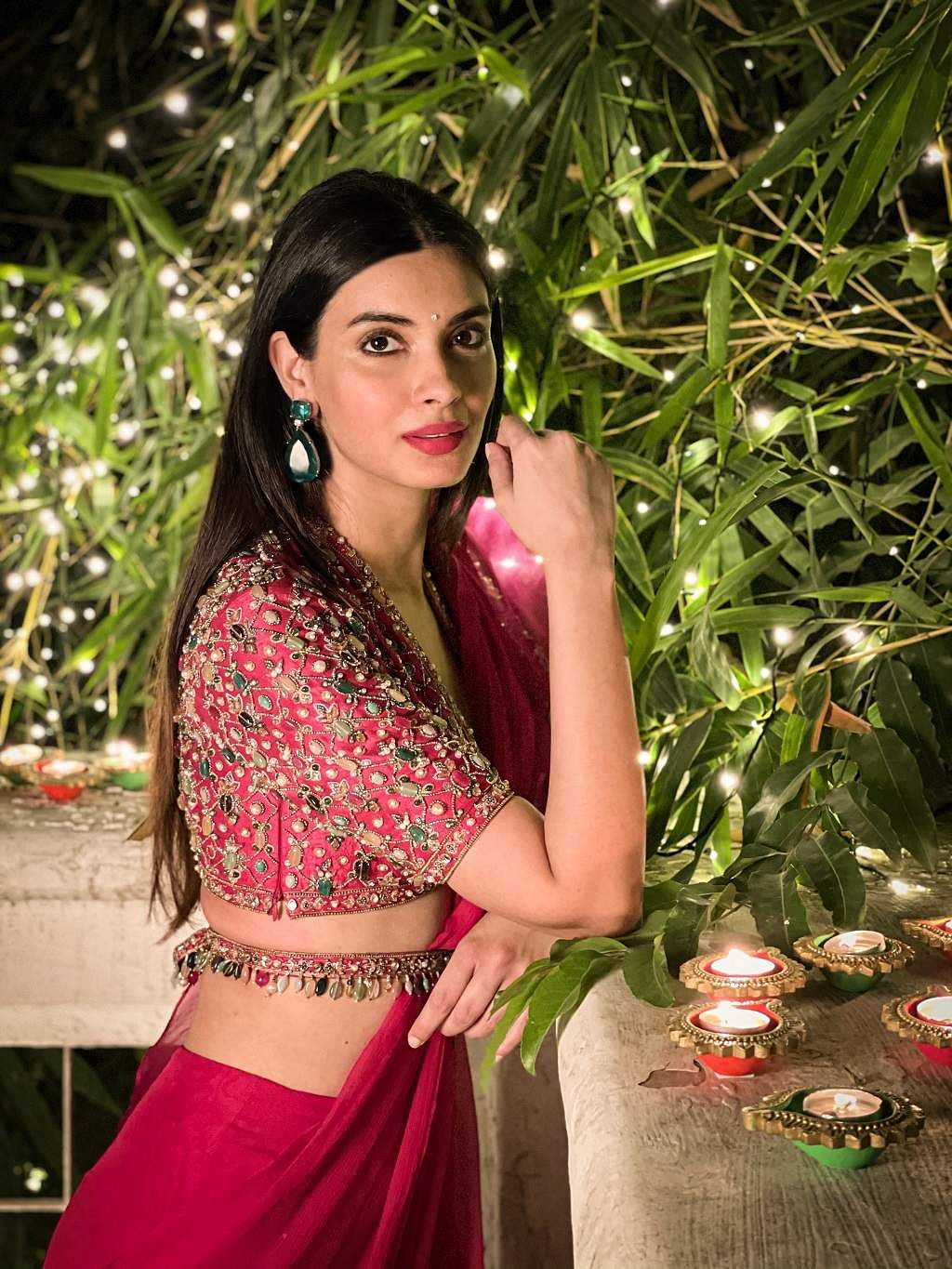 Diana Penty wore achiffon-organza draped ruffle saree with a deepfuchsia raw silk bejewelled blouse and an embellishedbelt from Ridhi Mehra along with tear drop earrings from Joolry by Karishma