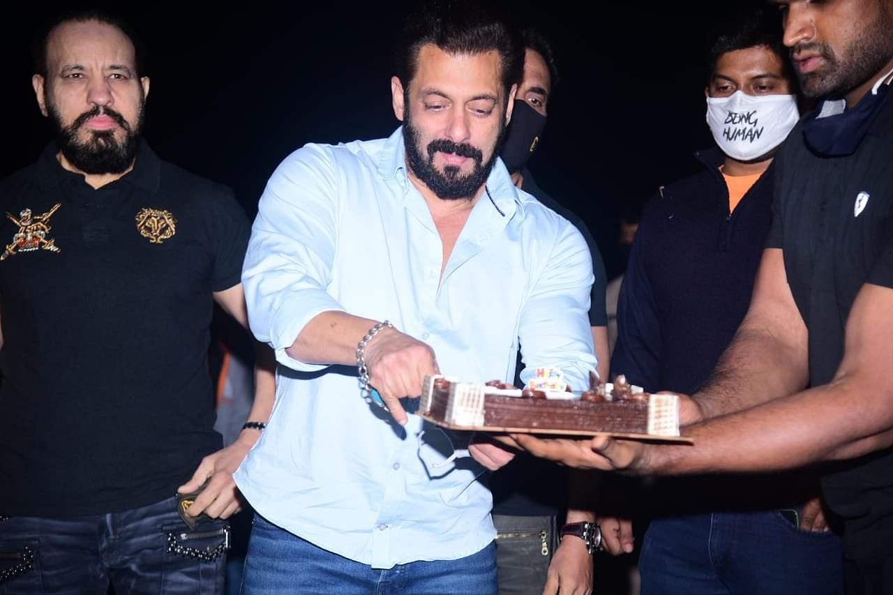 Salman Khan ushered in his birthday by cutting a cake at his Panvel farm house on Saturday night