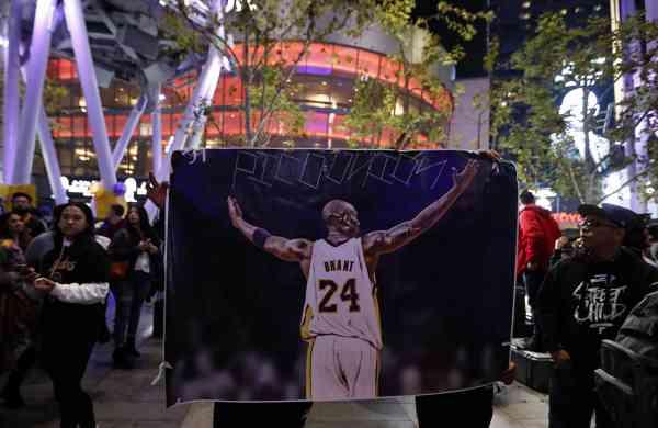 Mourners pay respect to Kobe Bryant (Xinhua/Li Ying/IANS)
