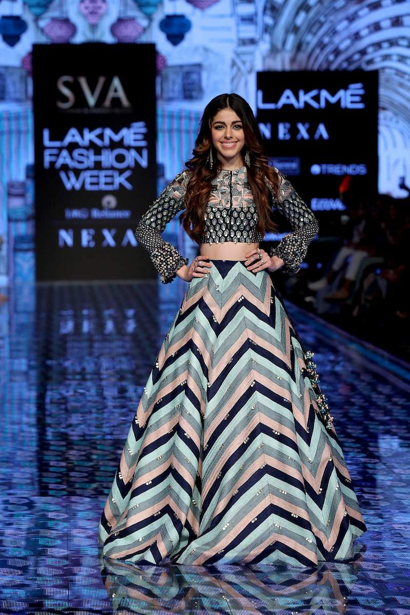 Alaya_F_walks_for_SVA_by_Sonam_and_Paras_Modi_at_LFW_SR20_(2)