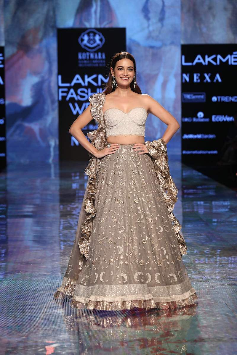 Showstopper_Dia_Mirza_walks_for_House_of_Kotwara_at_LFW_SR20_(4)