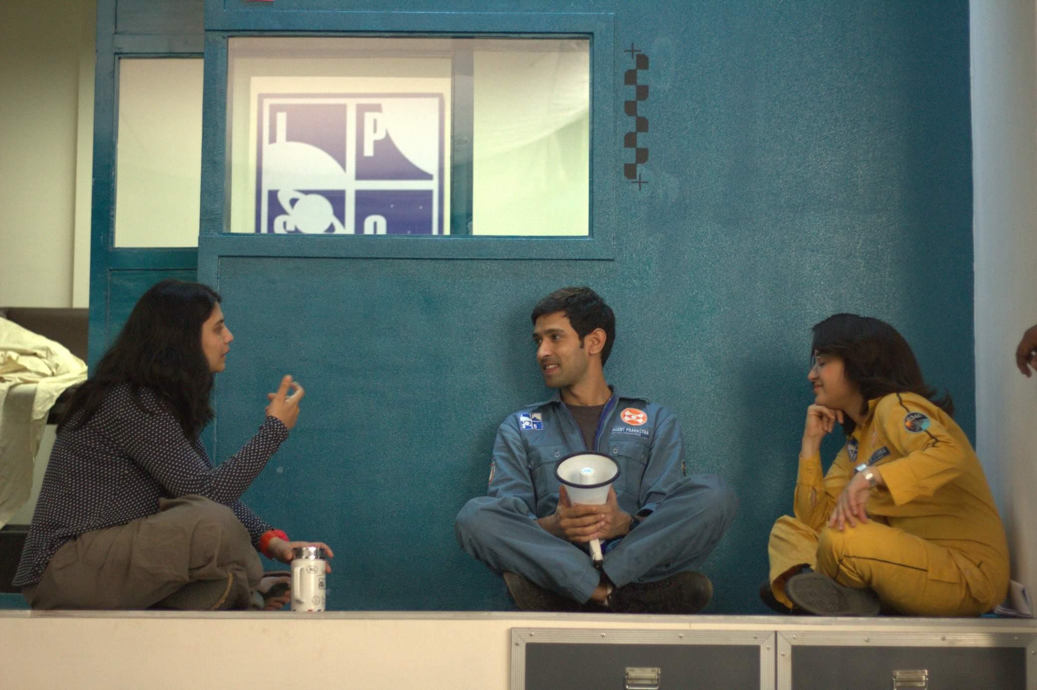 Arati with Vikrant Massey and Shweta Tripathi on the sets of Cargo