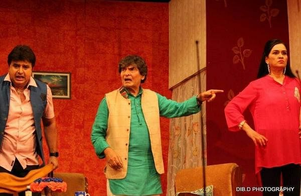 Naveen_with_asrani_and_Padmini_in_Baap_Ka_Baap