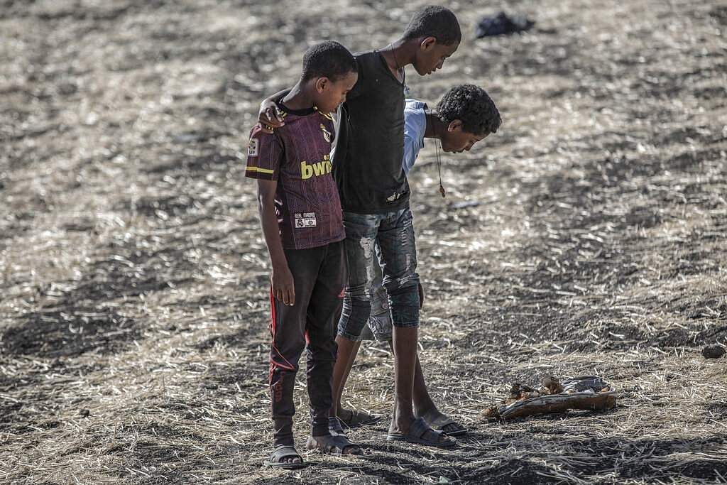 Mulugeta Ayene won first prize in Spot News Stories for this pic of mourners of a victim of the Ethiopian Airlines Flight ET302 crash. (Mulugeta Ayene, The Associated Press, World Press Photo via AP)