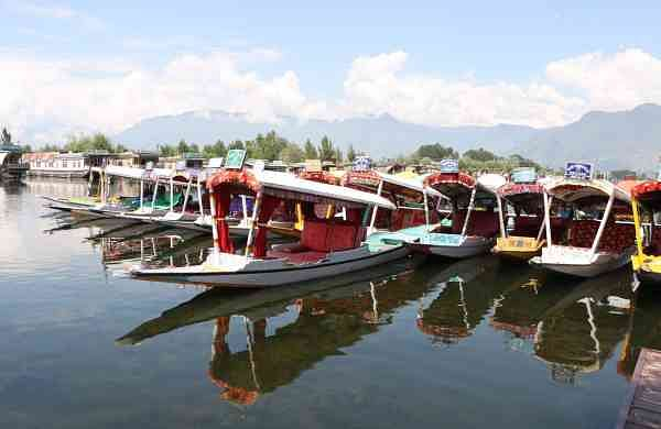 Shikaras anchored on the banks of Srinagar's Dal Lake (Photo: IANS)