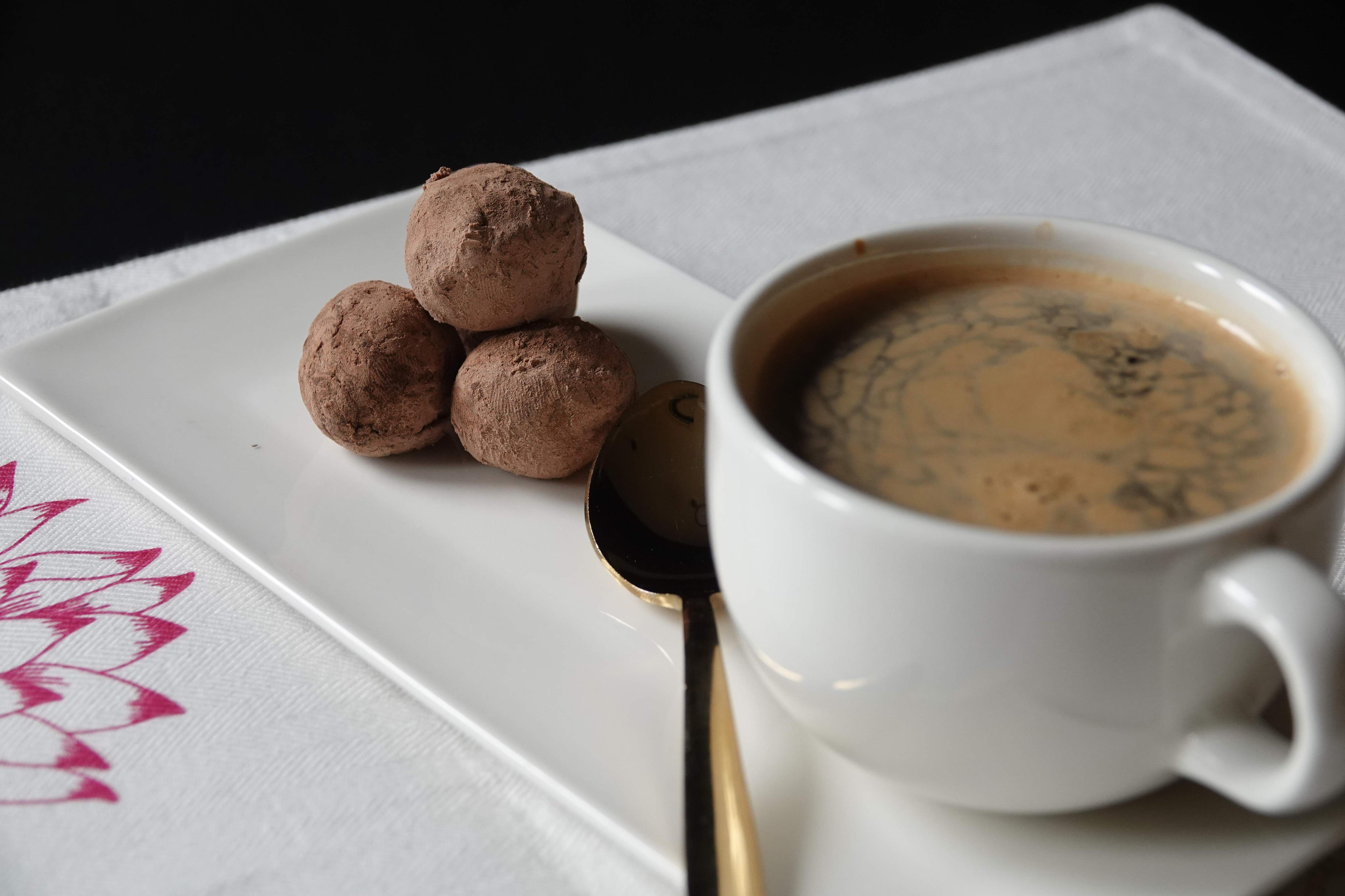 Americano_with_Single_Origin_Milk_Chocolate_Truffle