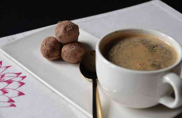 Americano_with_Single_Origin_Milk_Chocolate_Truffle