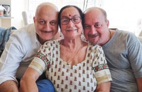 anupam-kher-mother
