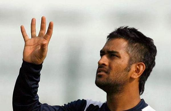 Dhoni-Fades-on-sides-look-image-for-inuth