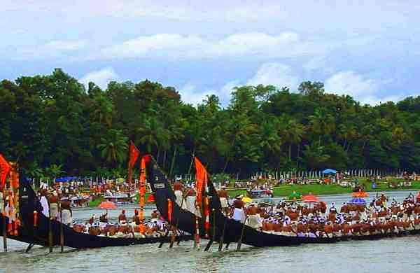 Aranmula-boat_race-_Kerala-India-1