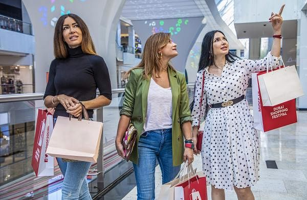 shopping_at_Nakheel_Mall,_Dubai