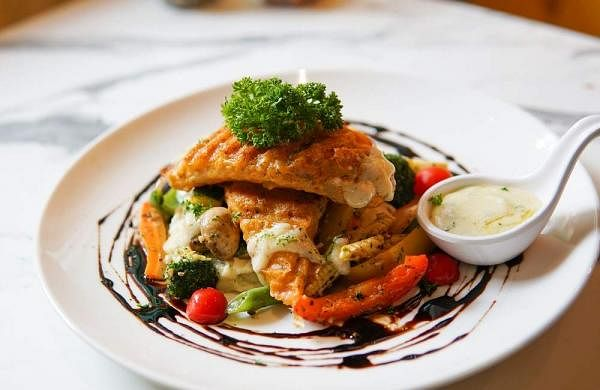 Gondhoraj_Grilled_Fish_with_Tossed_Veggies_and_Mashed_Potato_a