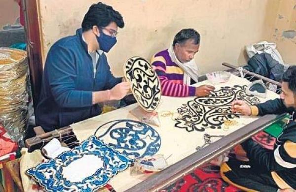 A beading craftsperson at work in Delhi