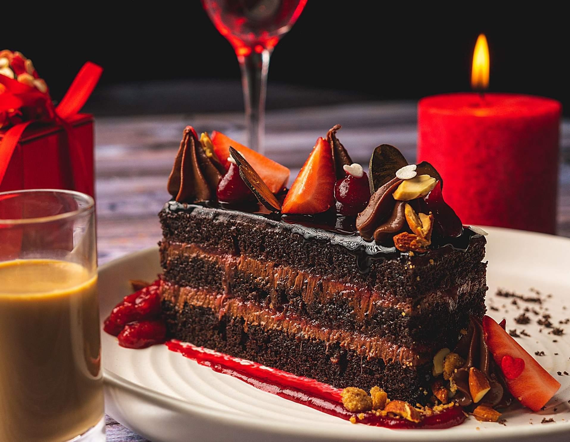 Dark_Chocolate_and_Strawberry_Mudcake