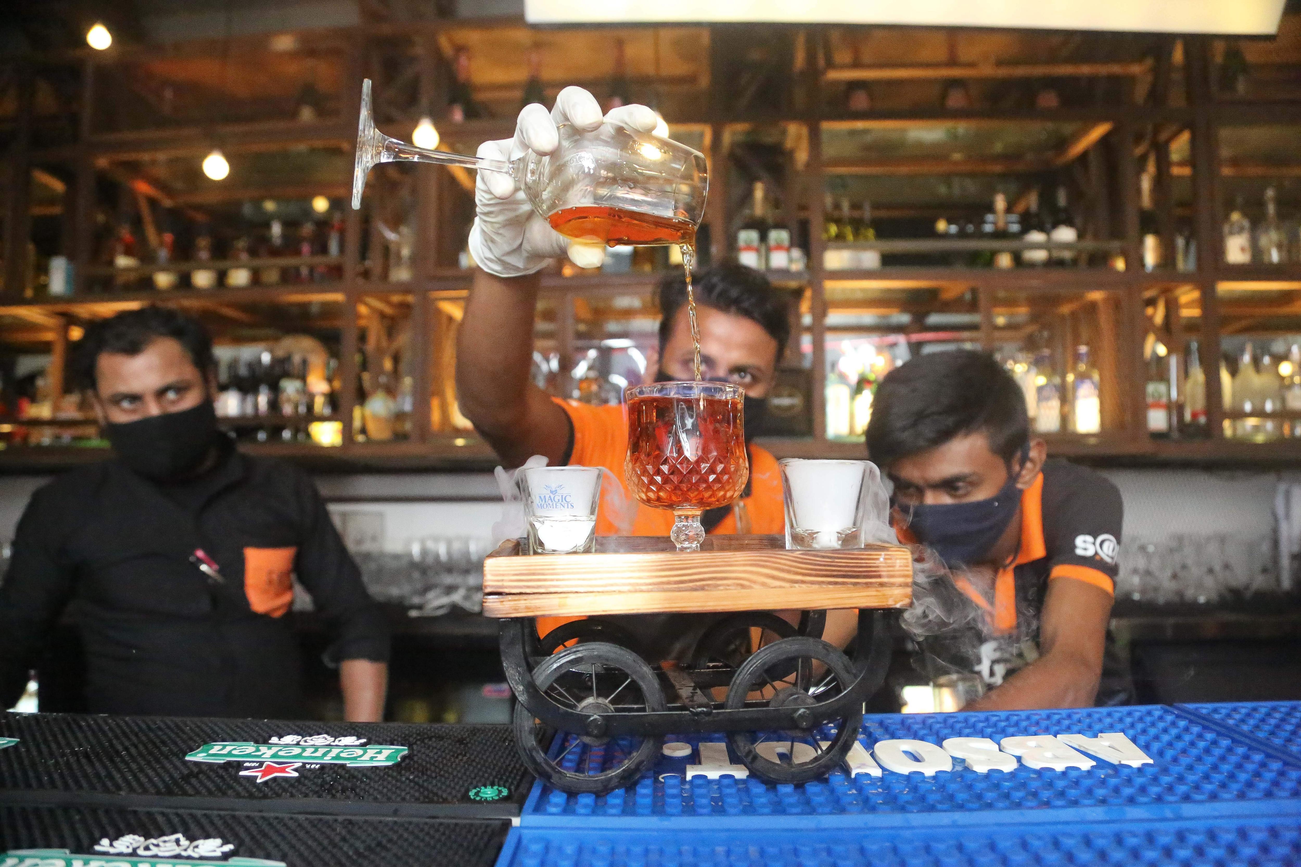 Bartenders_kept_the_fun_meter_high_SABKA_CLUB
