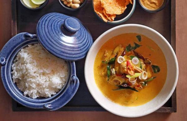 Curry_Laksa_with_sticky_Jasmine_rice_Curry_Up_Fatty_at_Monkey_Bar_photo_Sanjay_Ramchandran_64W3783
