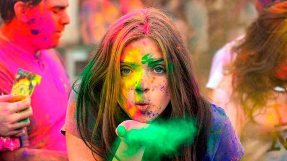 Care for your skin before you play Holi