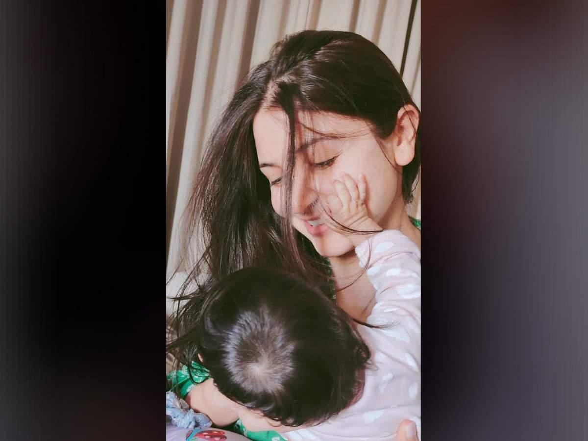 Anushka Sharma Daughter Image