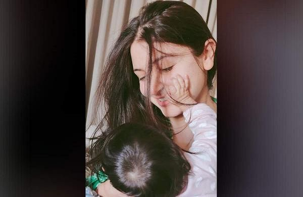 Anushka Sharma Daughter Image