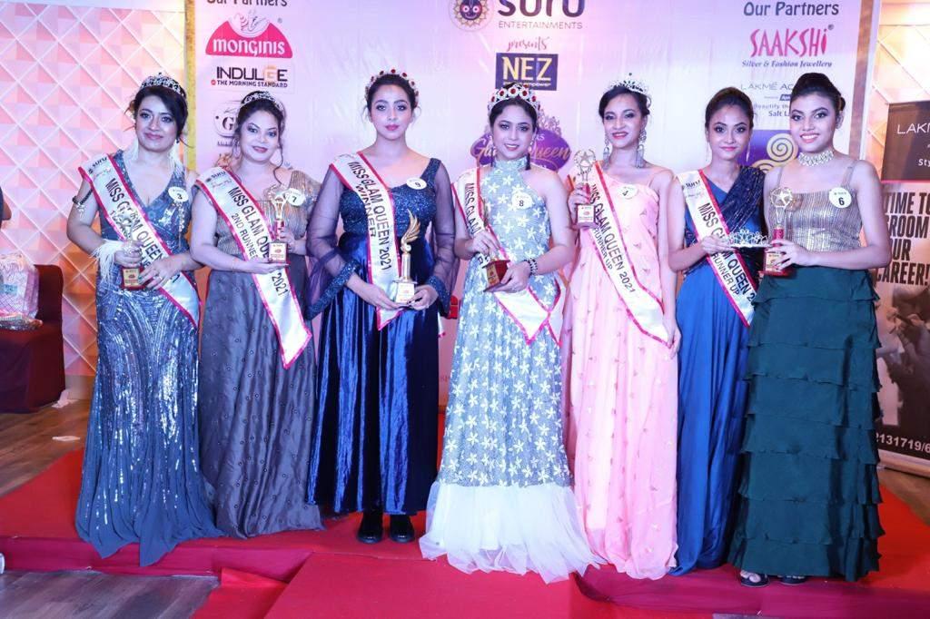 Winners_from_left_Ruma,_Sumitra,_Sarmistha,_Shreya,_Debashruti_and_Asmita_GLAM_QUEEN