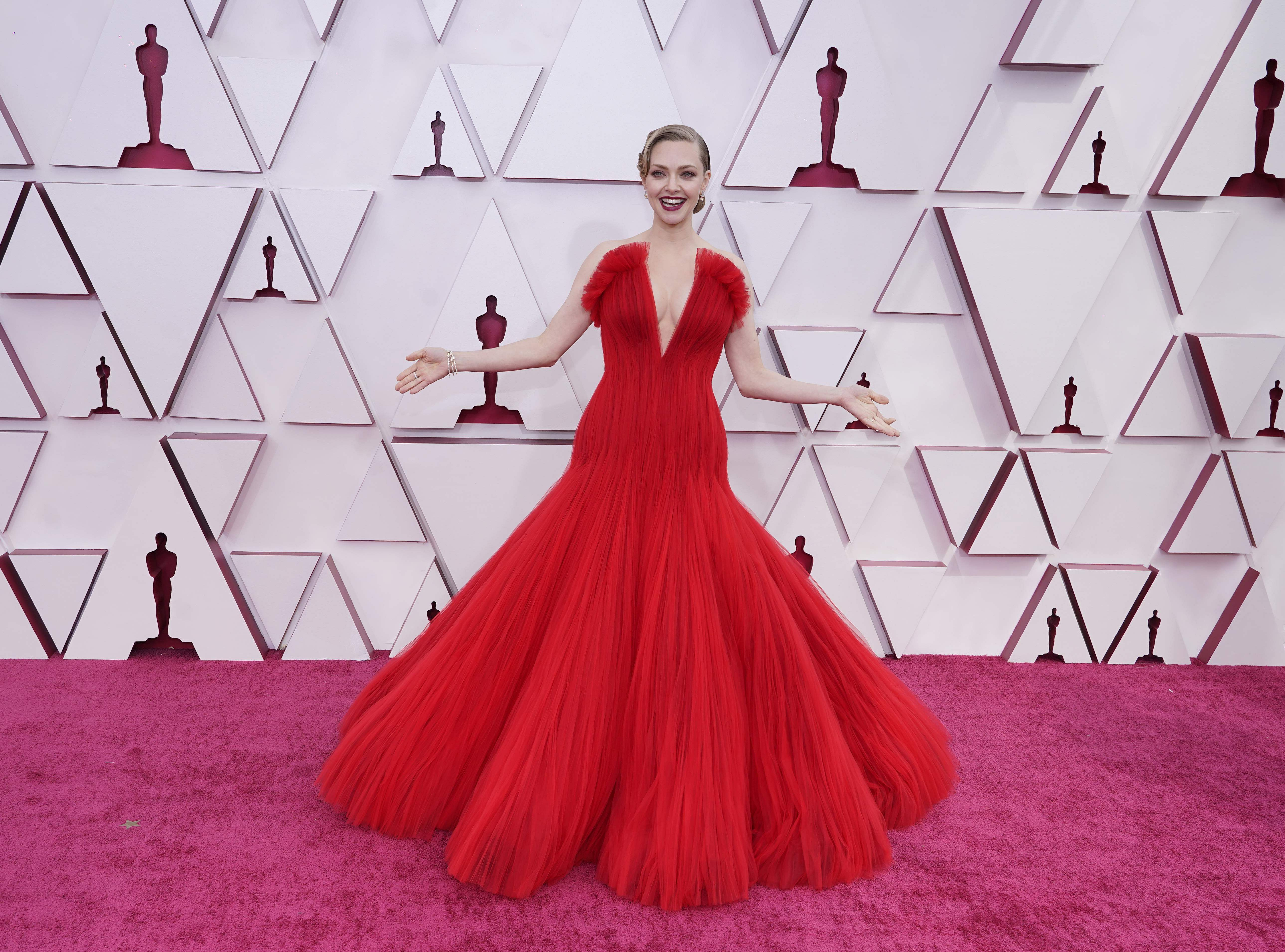 Amanda Seyfried was stunning in Giorgio Armani Privé number. Picture AP