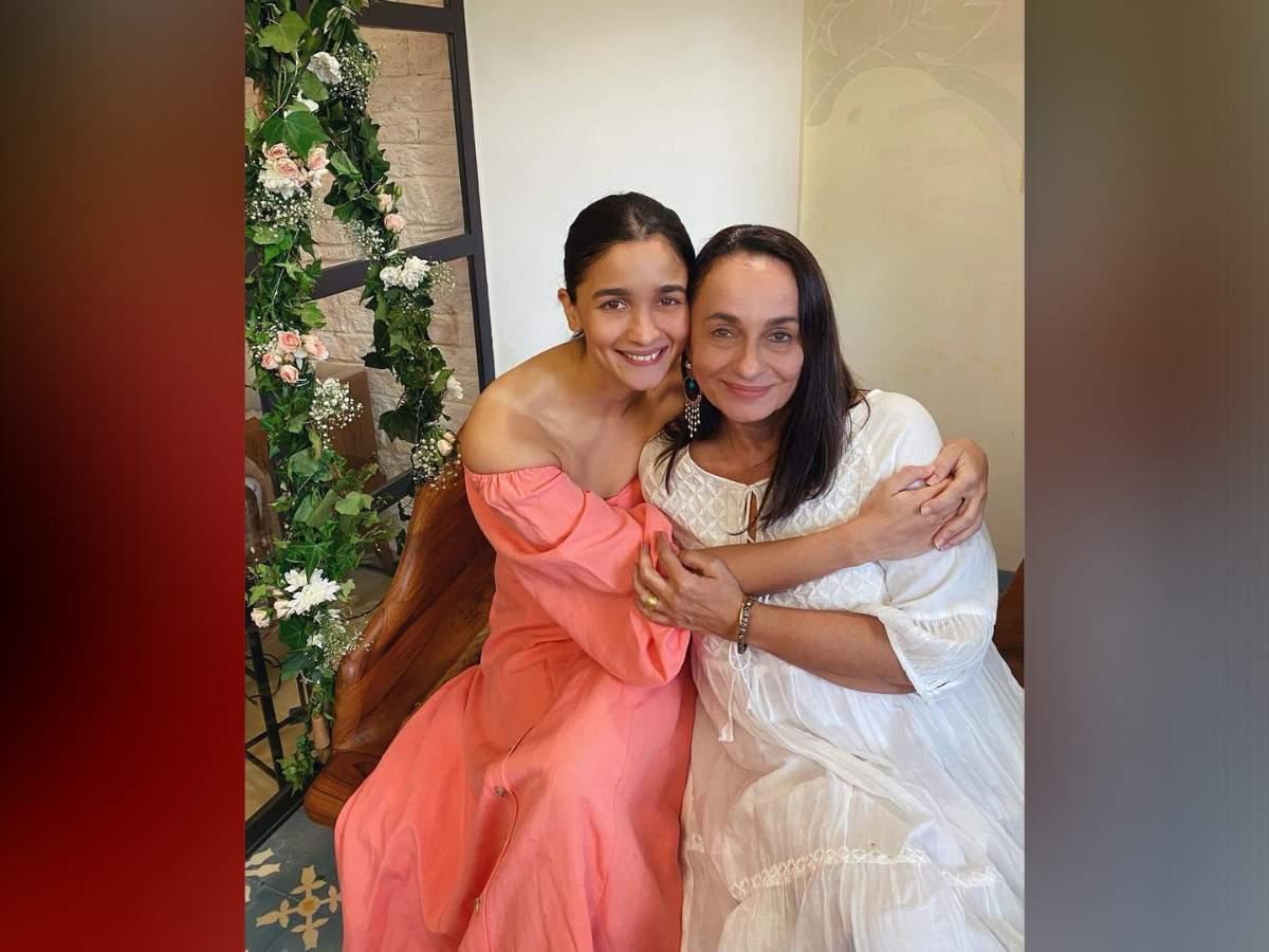 Alia Bhatt'S And Mother Soni Razdan