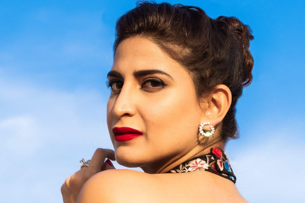 Aahana Kumra plays Sirla in the play Sir Sir Sirla