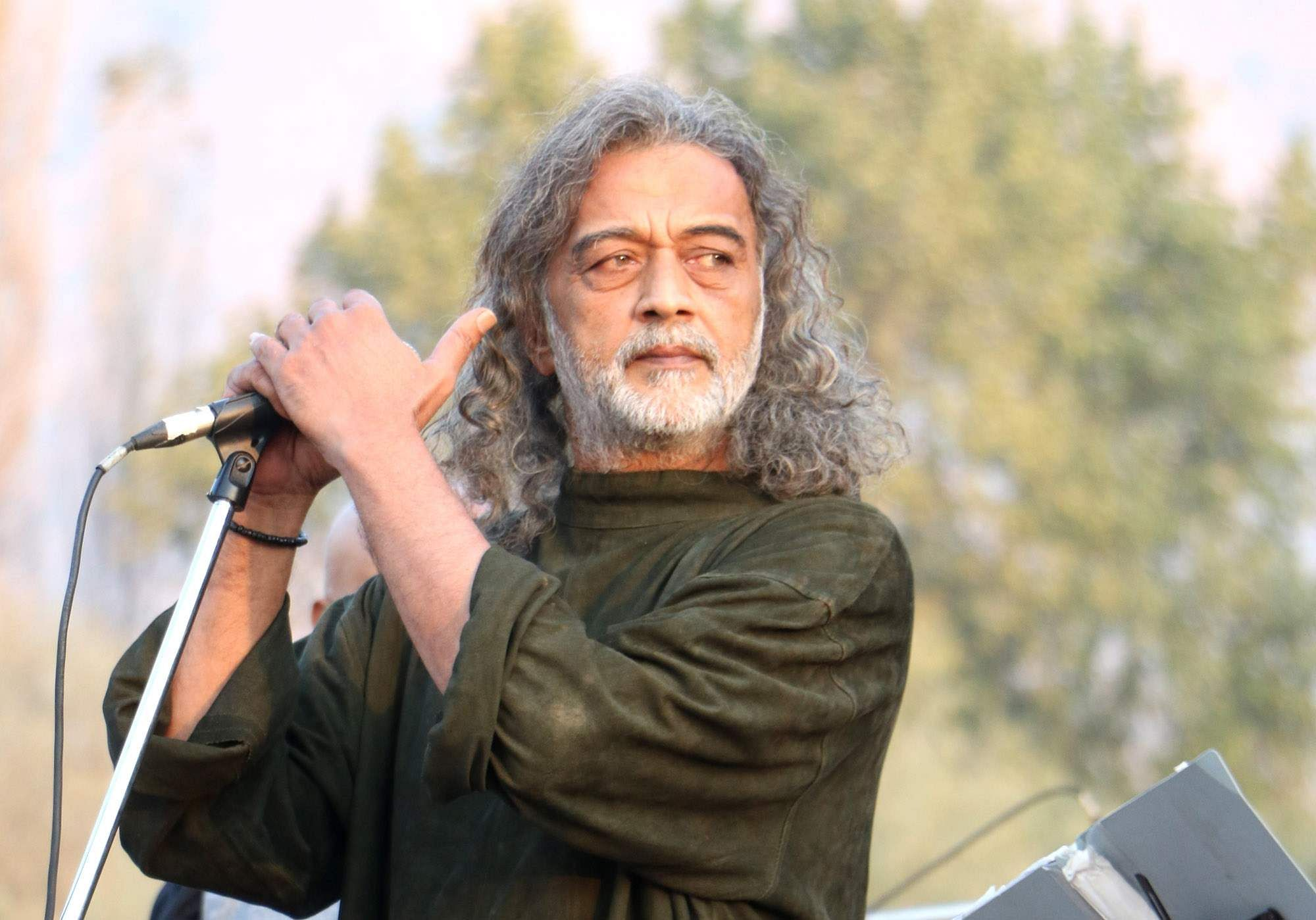 Lucky Ali is well and has not contracted COVID-19, according to Nafisa Ali