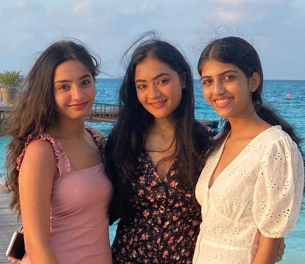Nithyashree Kalyan,Samhita Tera and Gayathri Kommerafrom Fresh Serve