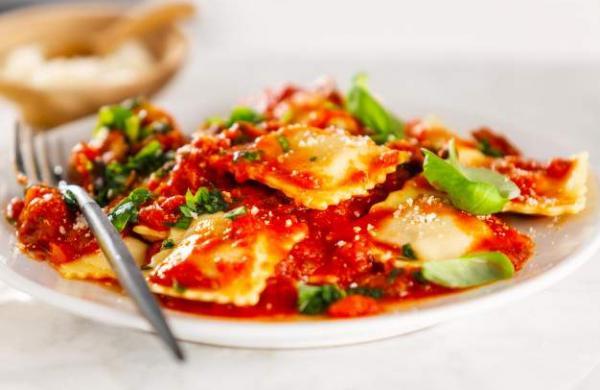 closeup-tasty-italian-rCream Cheese Basil Ravioli Pastaavioli_1220-5142
