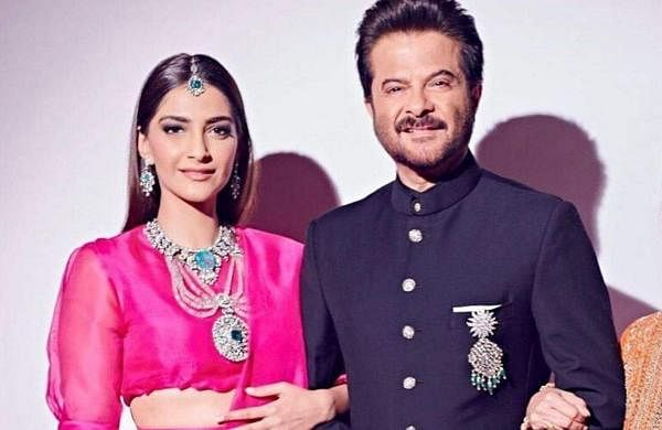 Sonam_Kapoor_with_her_father_Anil_Kapoor