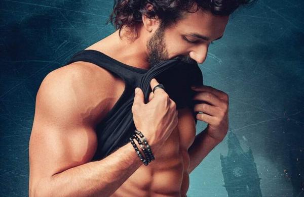 Akhil Akkineni stuns with his new look