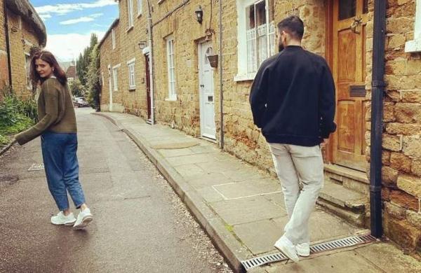 Anushka Sharma with Virat Kohli on the streets of London