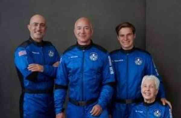 Jeff Bezos with the Blue Origin team