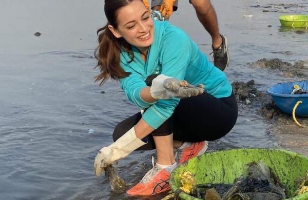 dia-mirza-beach-cleanup