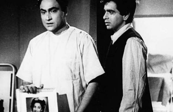 Dilip Kumar passes away, tragedy king, Bollywood, Deedar