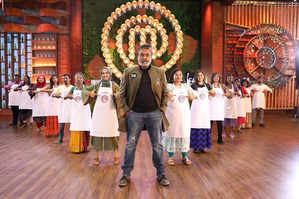 Host Vijay Sethupathi with contestants