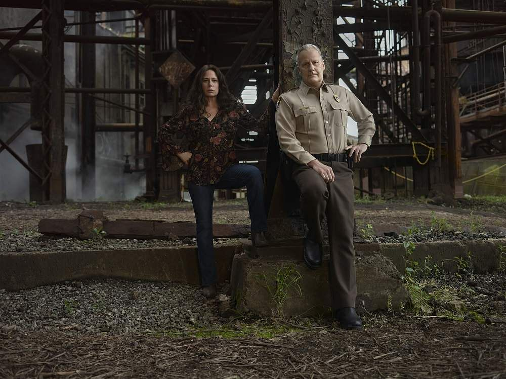Maura Tierney and Jeff Daniels on American Rust