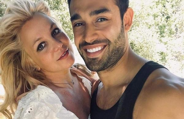Britney_Spears_Sam_Asghari_engaged
