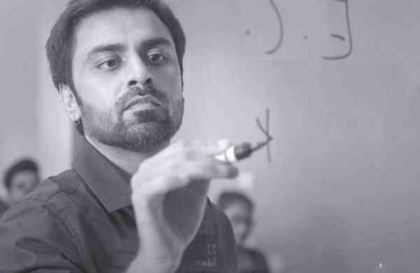 Jitendra Kumar as Jeetu Bhaiya in 'Kota Factory season 2'